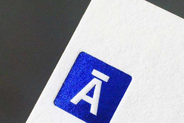 Aplicação fita hot stamping em papel